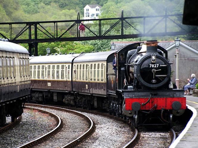 Dampfzug der Dartmouth Railway
